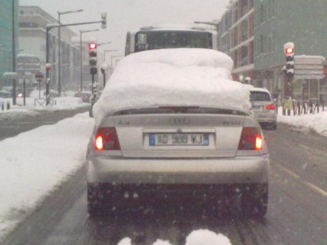 Neige à Echirolles (Avenue de Grugliasco) le 8 Janvier 2010