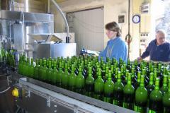 Mise en bouteilles du Bordeaux blanc : table d'accumulation